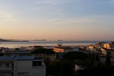 T4 vue panoramique sur la mer, centre-ville