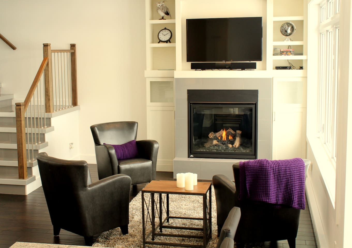 Petit salon avec foyer au propane fonctionnel
