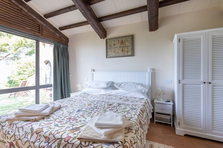 Comfortable double bed, exposed granite wall and colonial furniture and fittings- with en-suite bathroom.