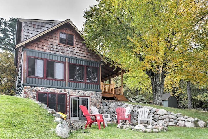 Lakefront Mercer Cabin w/2 Lofts, Fire Pit & Porch