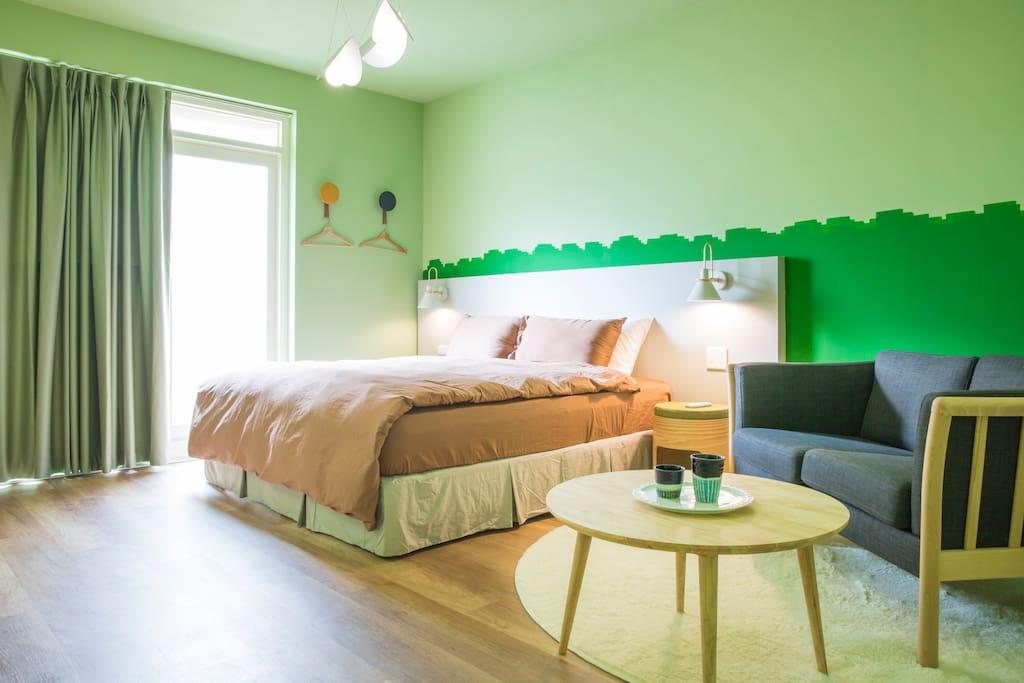 寬敞舒適臥室空間