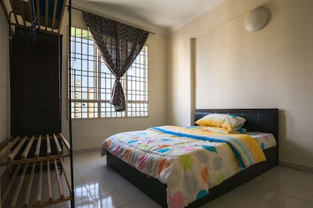 Cozy room(Queensbay &7km Airport & Sg Nibong Bus - Hus