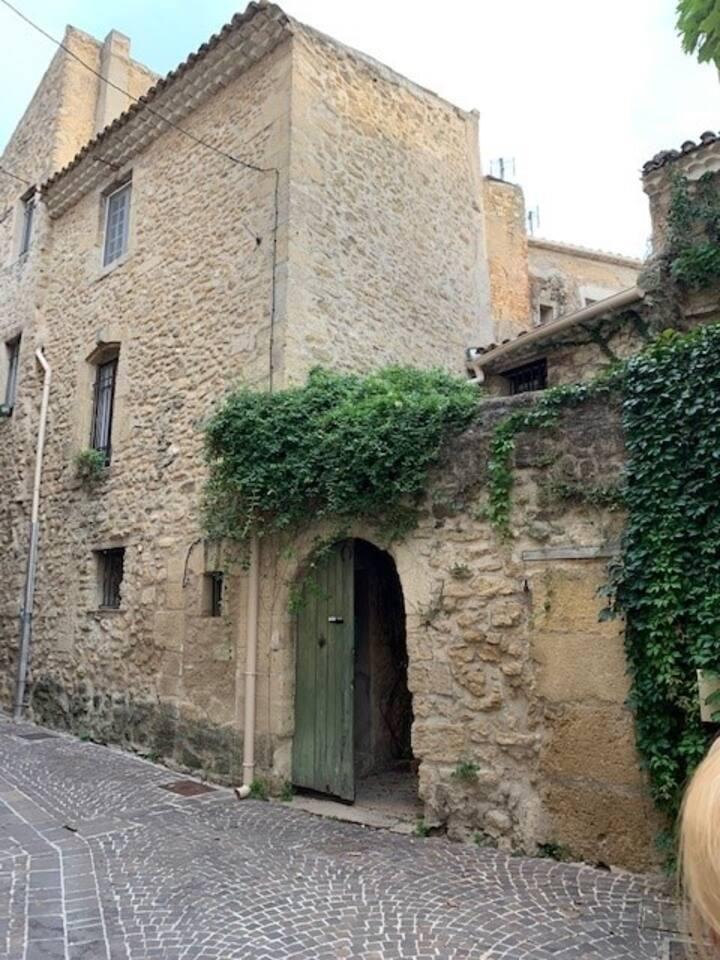 Studio indépendant au cœur du village médiéval