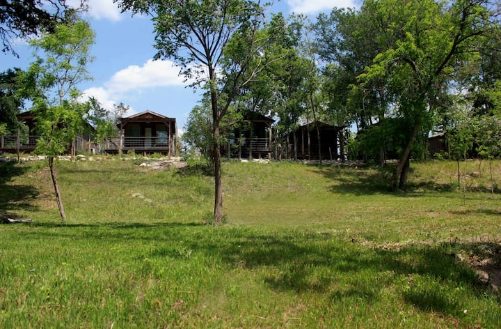 Country Cabin on creek - king bed - Luckenbach #1