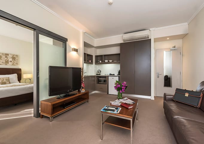 Spacious One Bedroom Fremantle Suite with Balcony