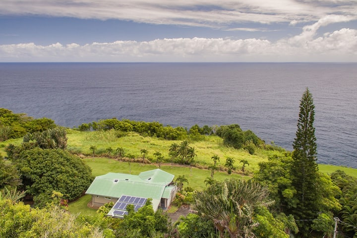 Hawaii Life Rentals presents Ocean Bluff Home on the Hamakua Coast - Hale Hamakua