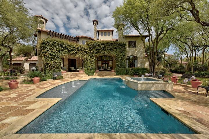 Luxury Downtown Estate - Sleeps 22 - Pool & Spa!
