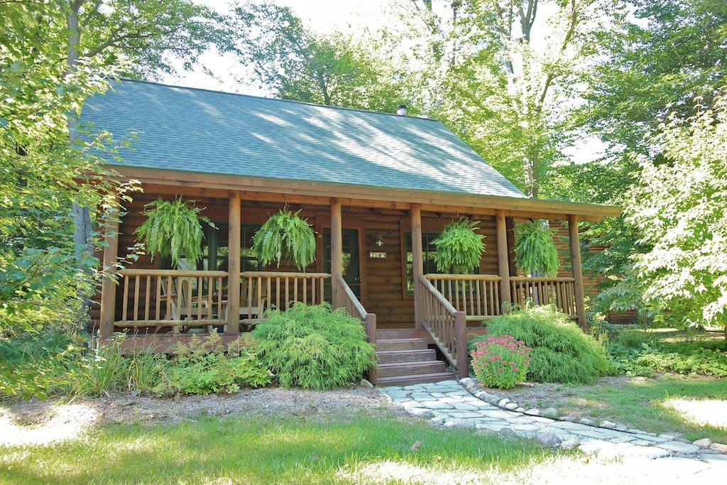 Coyote cabin luxury log cabin cabins for rent in for Michigan romantic cabins