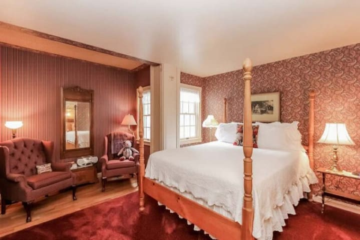 The Snapdragon Room - Yelton Manor Bed & Breakfast