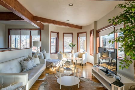 Sunny Penthouse in Capitol Hill, Uptown