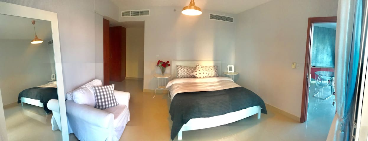 top offer -lovely bedroom-DIFC area Dubai-book now