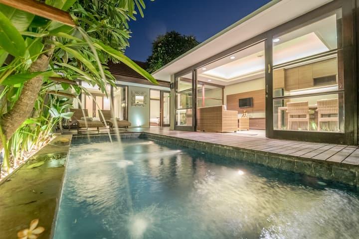 Luxury Villa Open&Closed LivingRoom Seminyak 10min