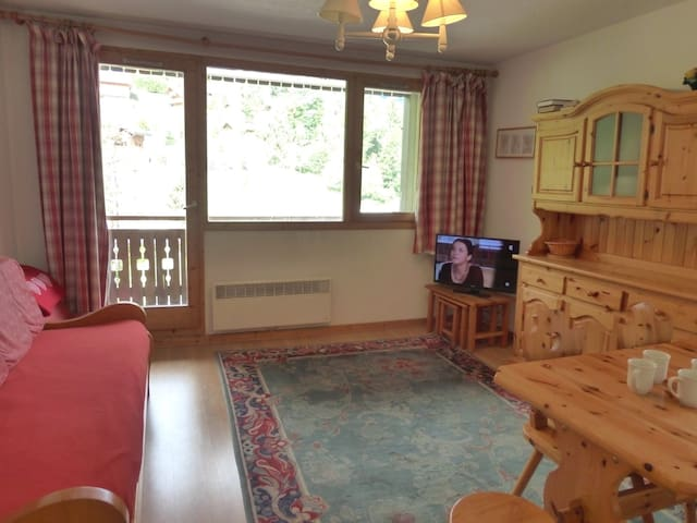 2 rooms flat for 4 p. right in MERIBEL CENTER close to the slopes and the shops