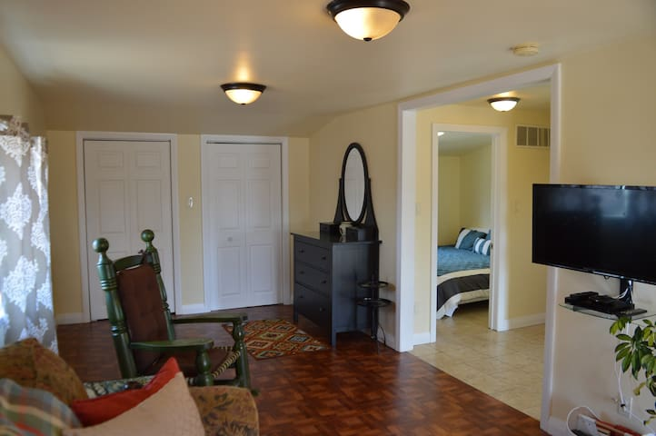 Niagara Beach Town Apartment - Port Colborne - Apartamento