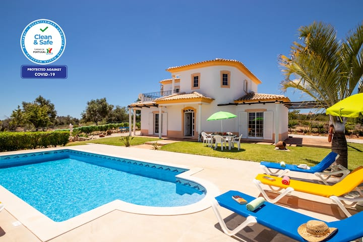 BEAUTIFUL VILLA WITH PRIVATE POOL IN QUIET AREA,