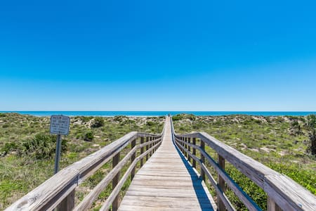 3BR☀️House+Large Deck+Beach Access +Free Parking🏖