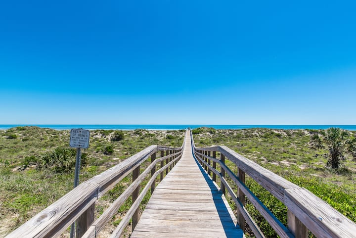 St. Augustine Beach Oasis - Huge Deck + Parking!