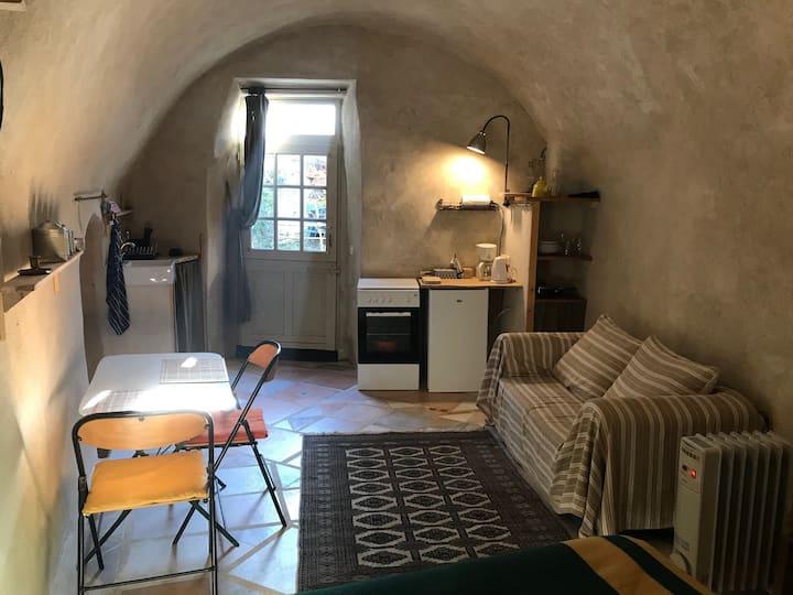 Joli studio indépendant au cœur du village