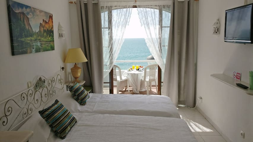 Bedroom with Sea and Beach front view - Casa Monte - Carvoeiro - Departamento