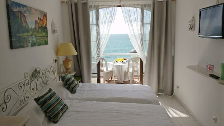 Sea and Beach front view - Casa Monte / Room 8