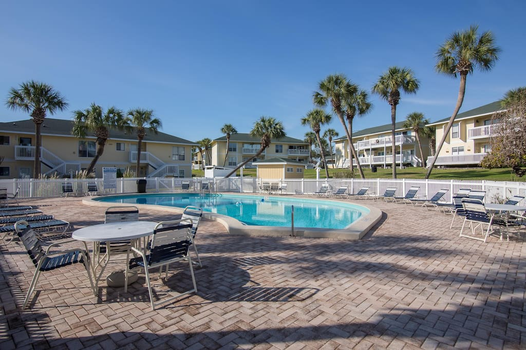 You'll never have to leave the resort with awesome amenities like 6 tennis courts, 5 pools and 3 hot tubs!