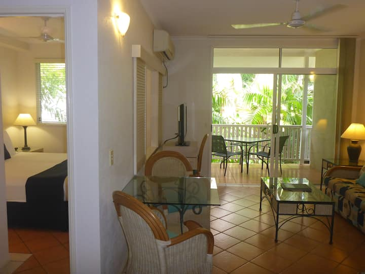 Tropical Getaway in Palm Cove close to the beach