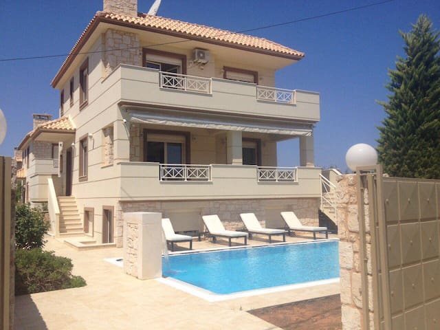 VILLA APHRODITE with SWlMMING POOL near the BEACH
