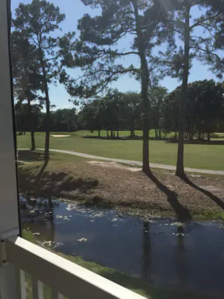 Quaint River Oaks golf condo 15 mins to beach