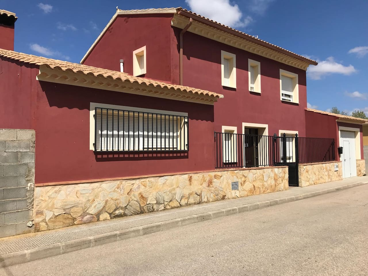 Fachada Casa Trece Almendros