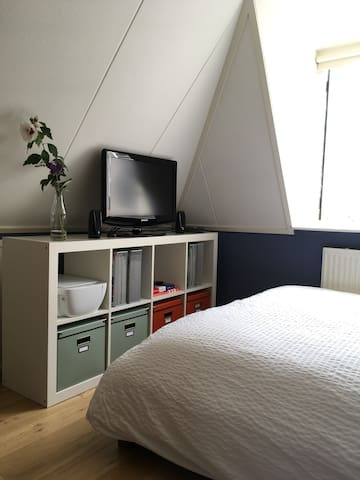Guest room (private)