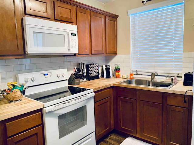 Large Remodeled Apartment in Riverside