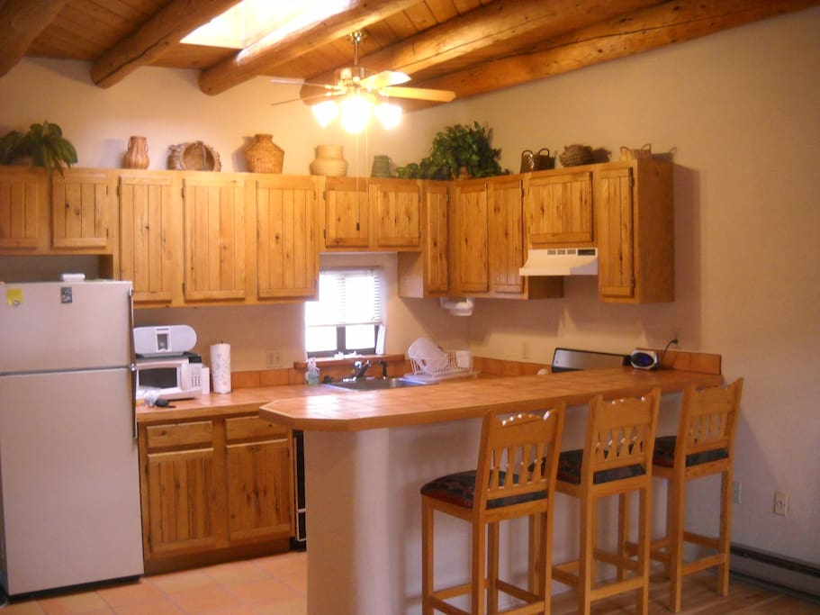 Full kitchen with breakfast bar for 3.