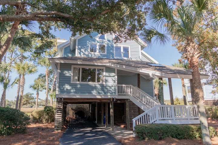 Lovely Seabrook home with easy beach access and amenity pass!