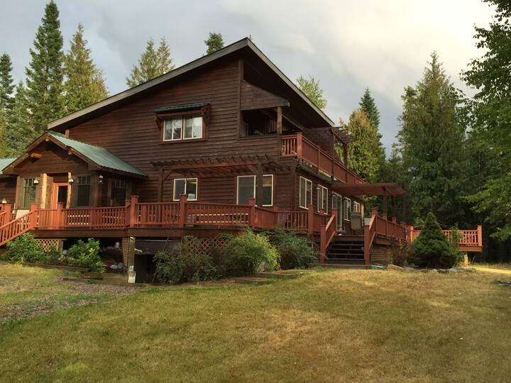 Whitefish 3BR 20 Acre Mountainside Retreat