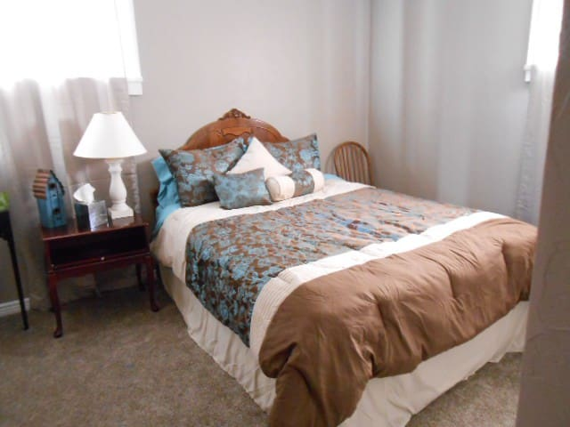 HOME SWEET HOME Bedroom #2 with private bathroom - Littleton - Bed & Breakfast