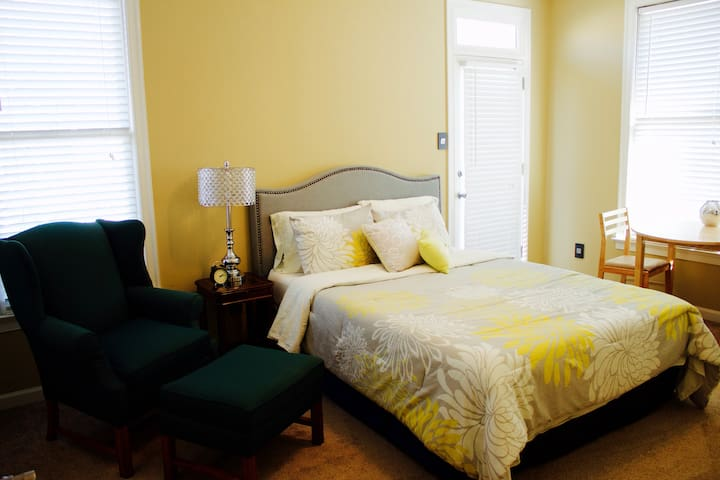 Gorgeous Bedroom in Harbor Town - Memphis - Hús