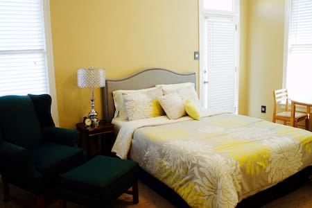 Gorgeous Bedroom in Harbor Town - Memphis - Huis