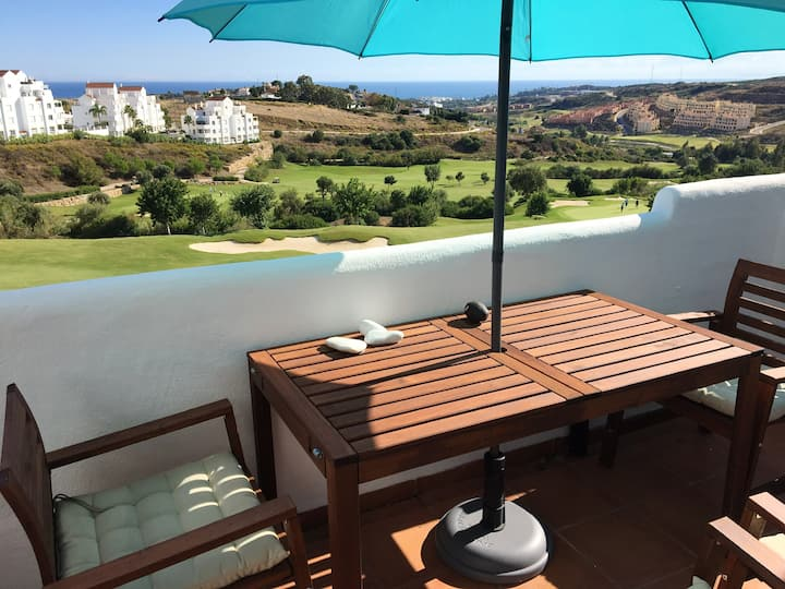 Apartment with 2 bedrooms in Estepona, with wonderful sea view, shared pool, furnished terrace - 8 km from the beach