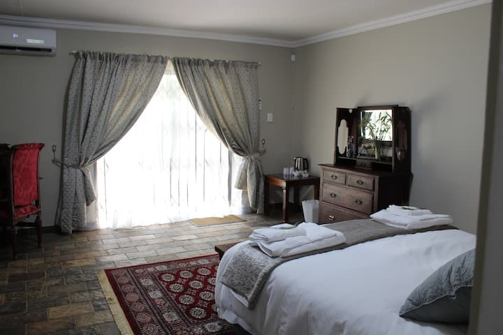Shortlands Farm Stay - Room 3