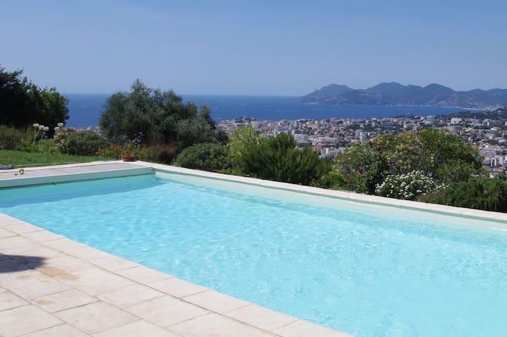 Magnifique vue mer des hauteurs de Cannes