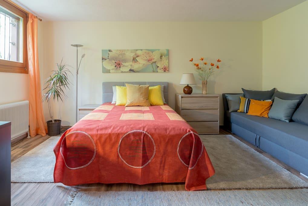 Das Doppelbett ist sehr komfortabel und 140 cm breit