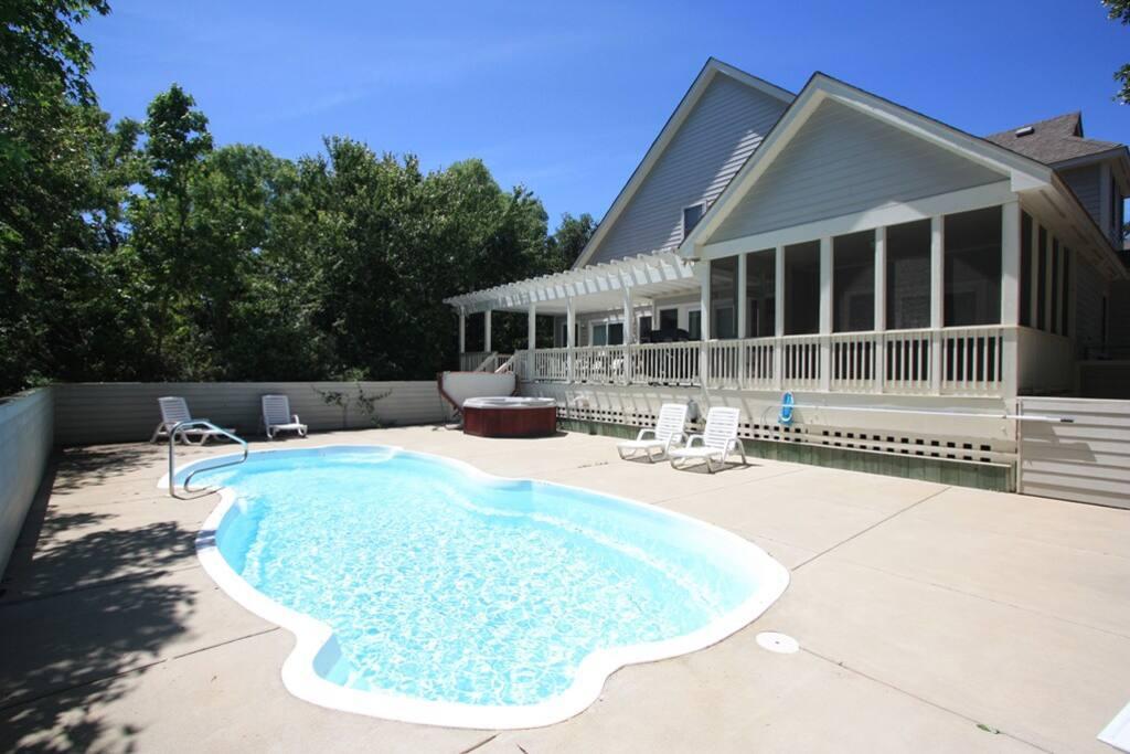 CC108: Currituck Club 108 | Private Pool and Hot Tub Area