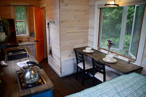 *Turquoise Tiny House Experience* Relax in Spring