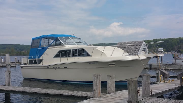 38' Classic Chris Craft Motor Yacht / Betsie Bay
