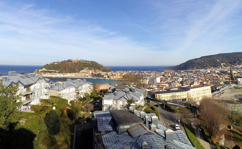 Bedroom with views I WIFI - Donostia - วิลล่า