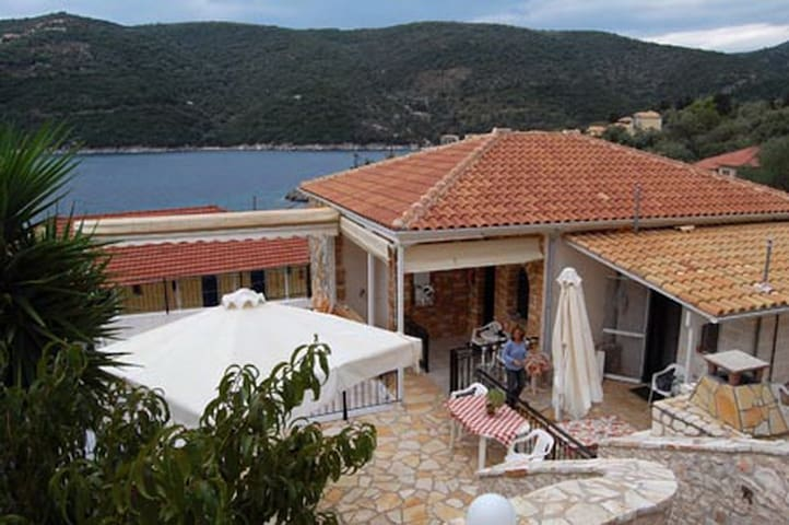 Porto Poros Apartment for 5 Guests with 2 baths