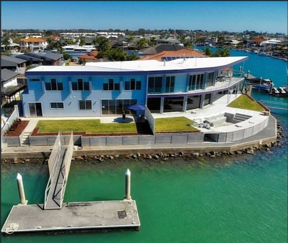 ONE OF THE BEST WATER VIEWS IN RABY BAY!
