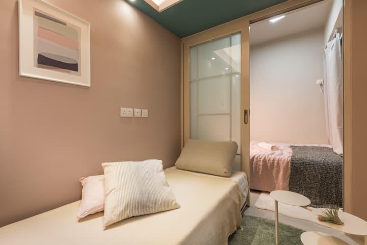 銅鑼灣CWB/MTR 4-7人·2房2廳 2衛2廚·旅遊·購物·合家度假首選