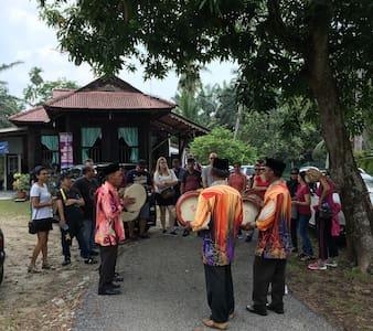 Malay Tradisional Home - Batang Berjuntai - Rumah