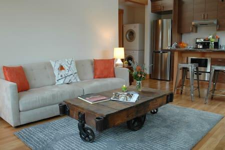 Charming Sellwod Apartment